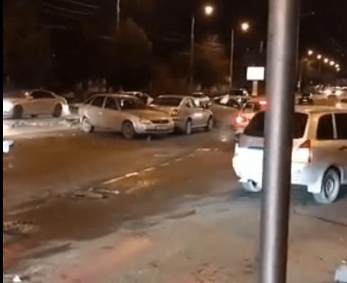 ВКраснодаре шофёр Mercedes устроил трагедию сшестью машинами