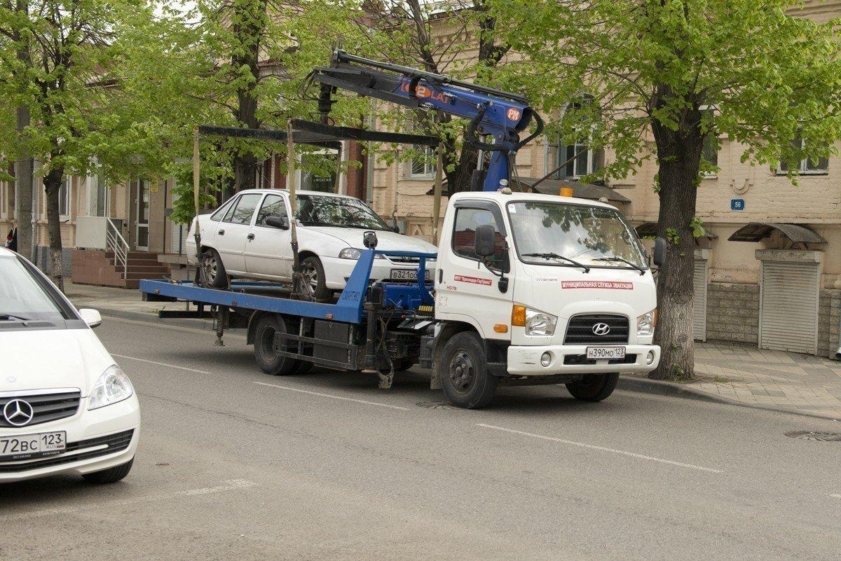 ВКраснодаре началась чистка дворов отнеправильно паркующихся