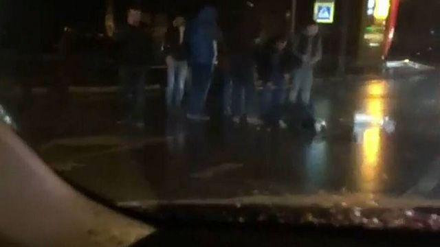 ВКраснодаре напешеходном переходе иностранная машина сбила 2-х девушек