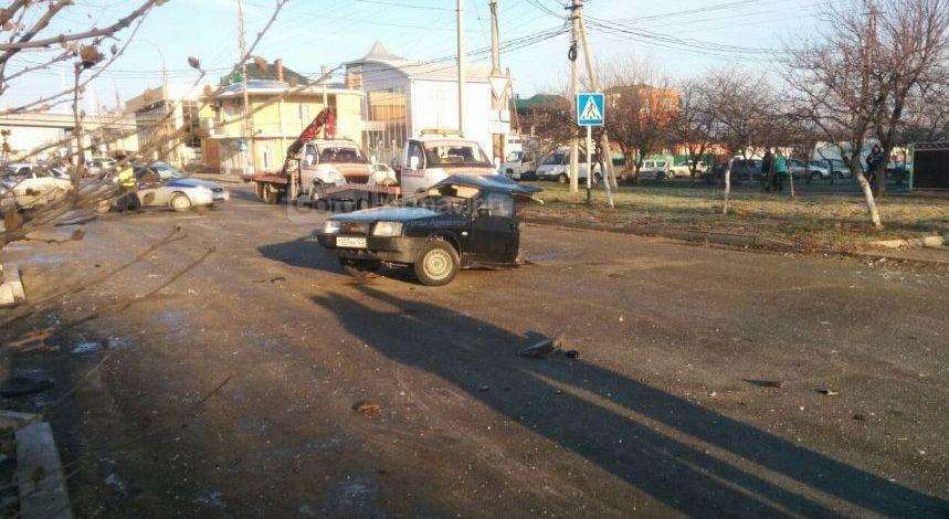 ДТП вАрмавире: легковую машину разорвало начасти, умер мужчина