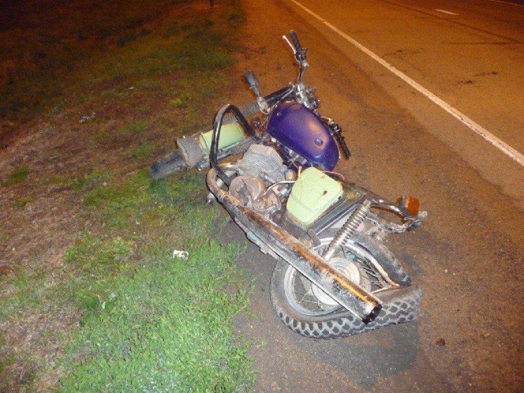 Нетрезвый шофёр намотоцикле разбился вЕйском районе Кубани