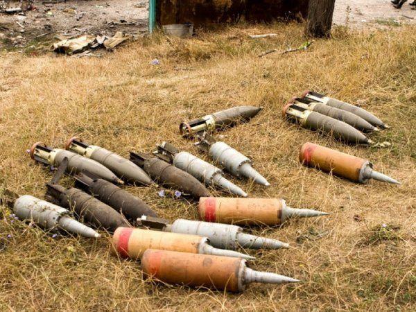 ВПольше грузовик американской армии попал вДТП ирассыпал снаряды