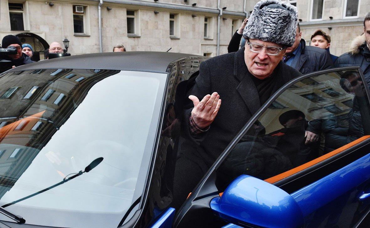 Рогозин поручил Минпромторгу отремонтировать Ё-мобиль Жириновского