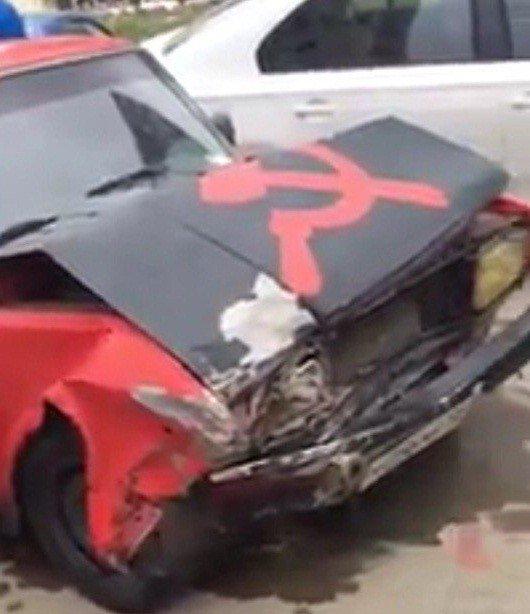 Шофёр машины ссерпом имолотом таранил легковушки вКраснодаре