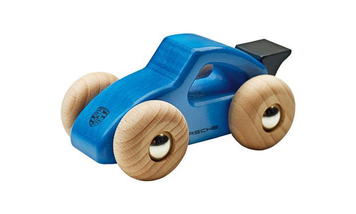 Порше объявил оботзыве игрушечных машинок