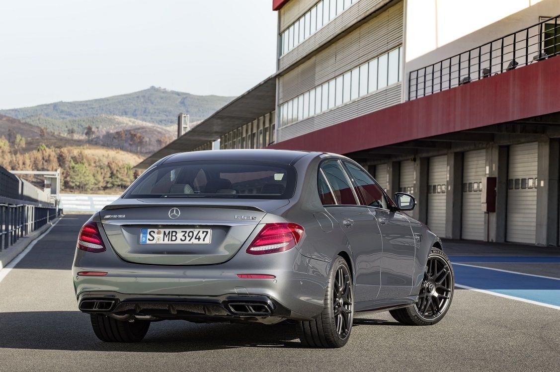 Новый Mercedes-AMG E63 стал самым быстрым вистории