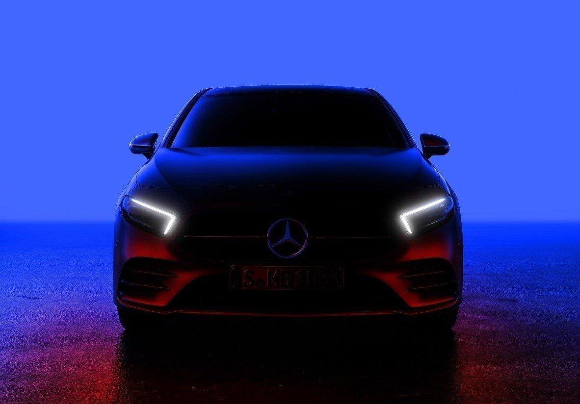 Mercedes представил тизер хэтчбека A-Class