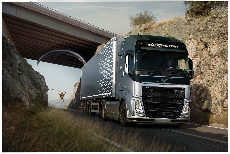Вольво презентовала экстремальный видеоролик при участии грузового автомобиля ипараплана