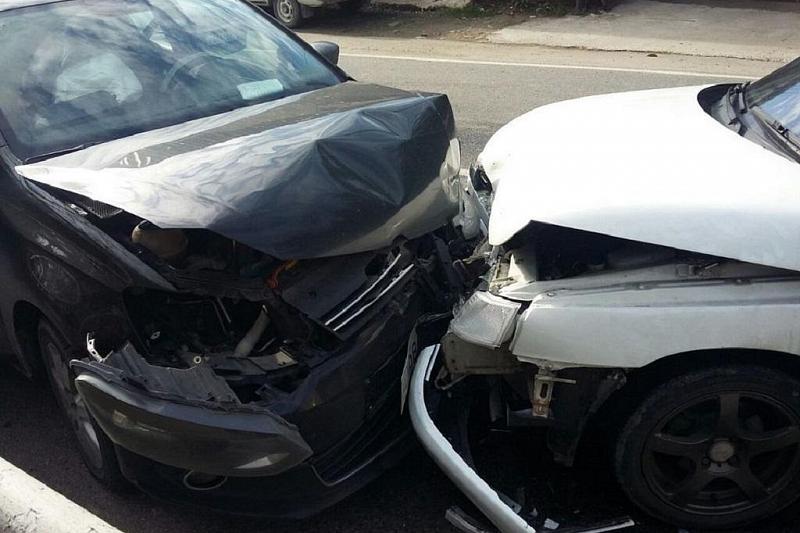 ВСочи 16-летняя девушка пострадала при столкновении 2-х машин