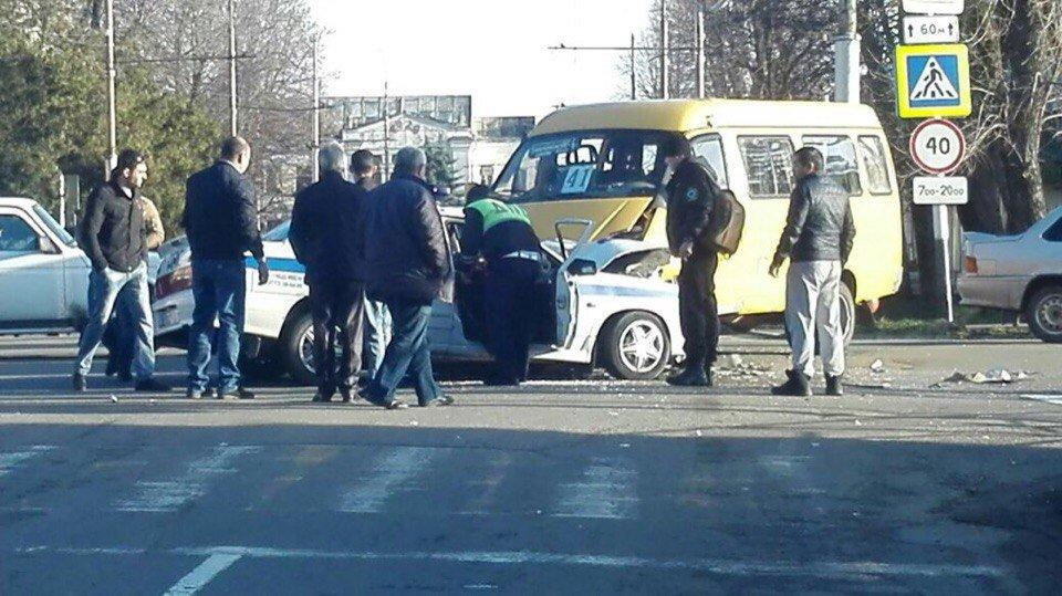 Двое инспекторов ДПС травмированы в трагедии вцентре Майкопа