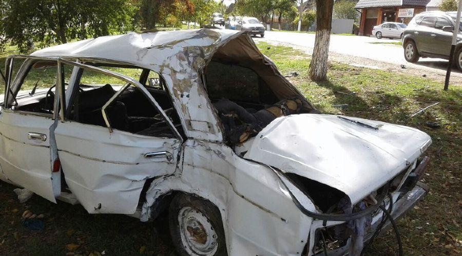 ВКрымске 18-летний шофёр без прав въехал вдерево