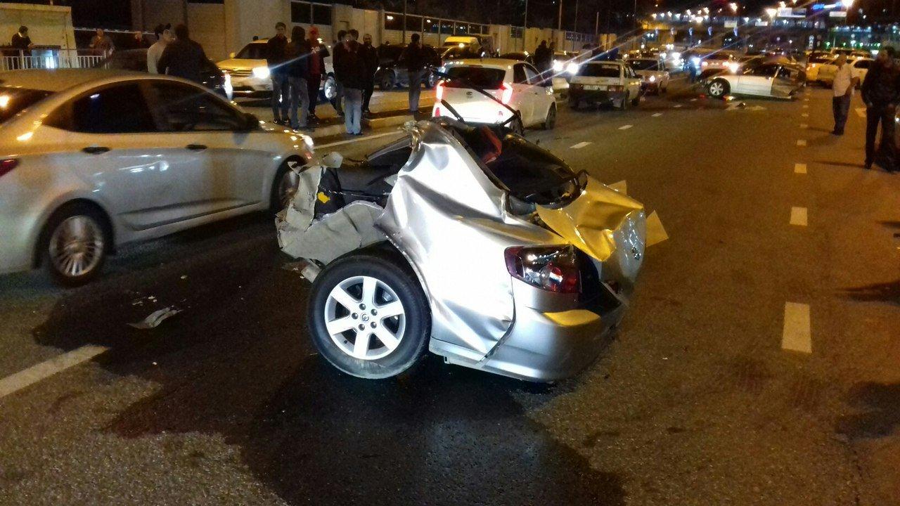 Mercedes при ДТП уаэропорта Сочи разорвало пополам