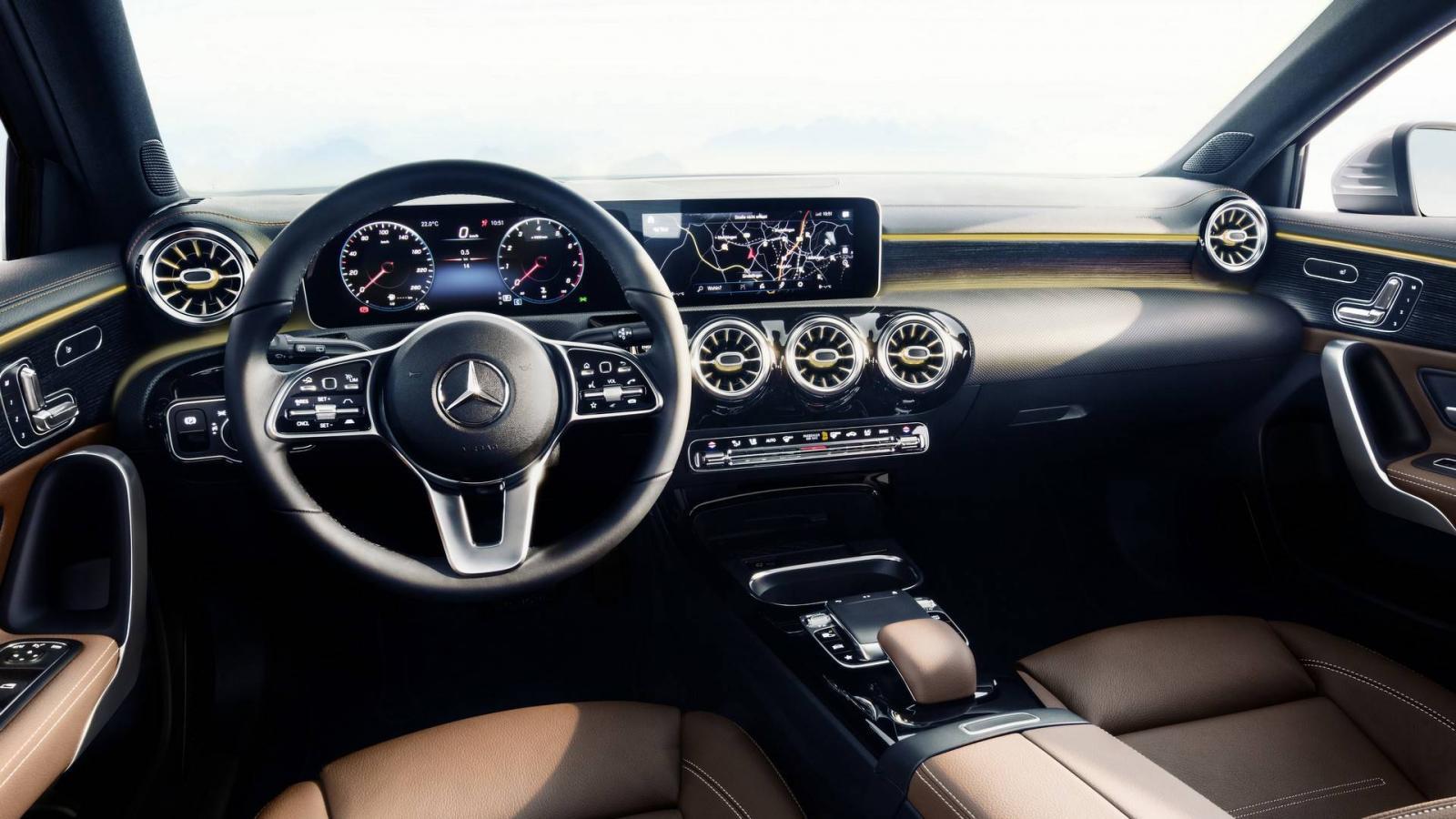 Benz рассекретил дизайн A-Class обновленного поколения