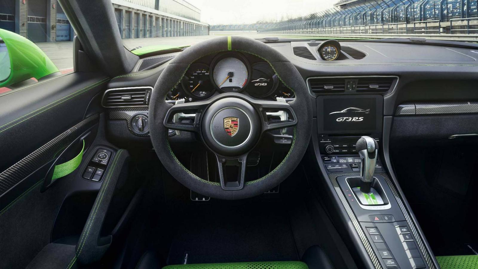 Компания Порш показала улучшенный 911 GT3 RS