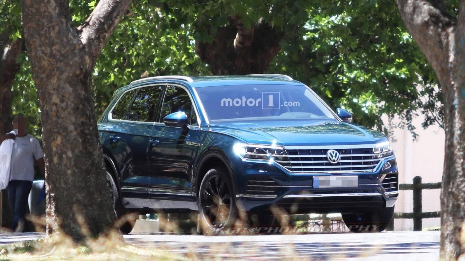 Названы сроки премьеры нового джипа VW Touareg