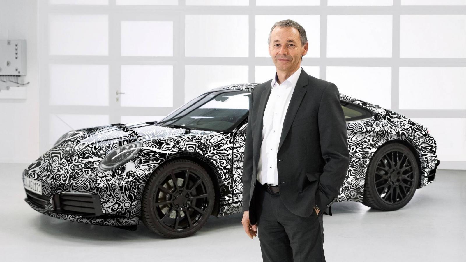 Порше представила обновленный тип спорткара-купе 911