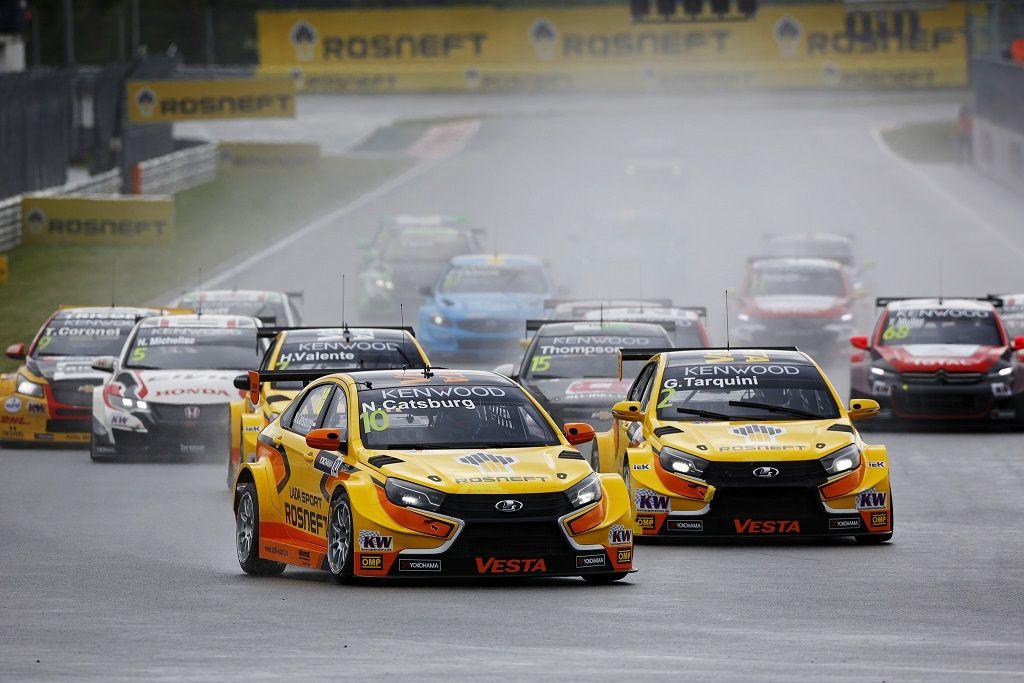 Гонщики Lada разгромили соперников в домашней квалификации на Moscow Raceway
