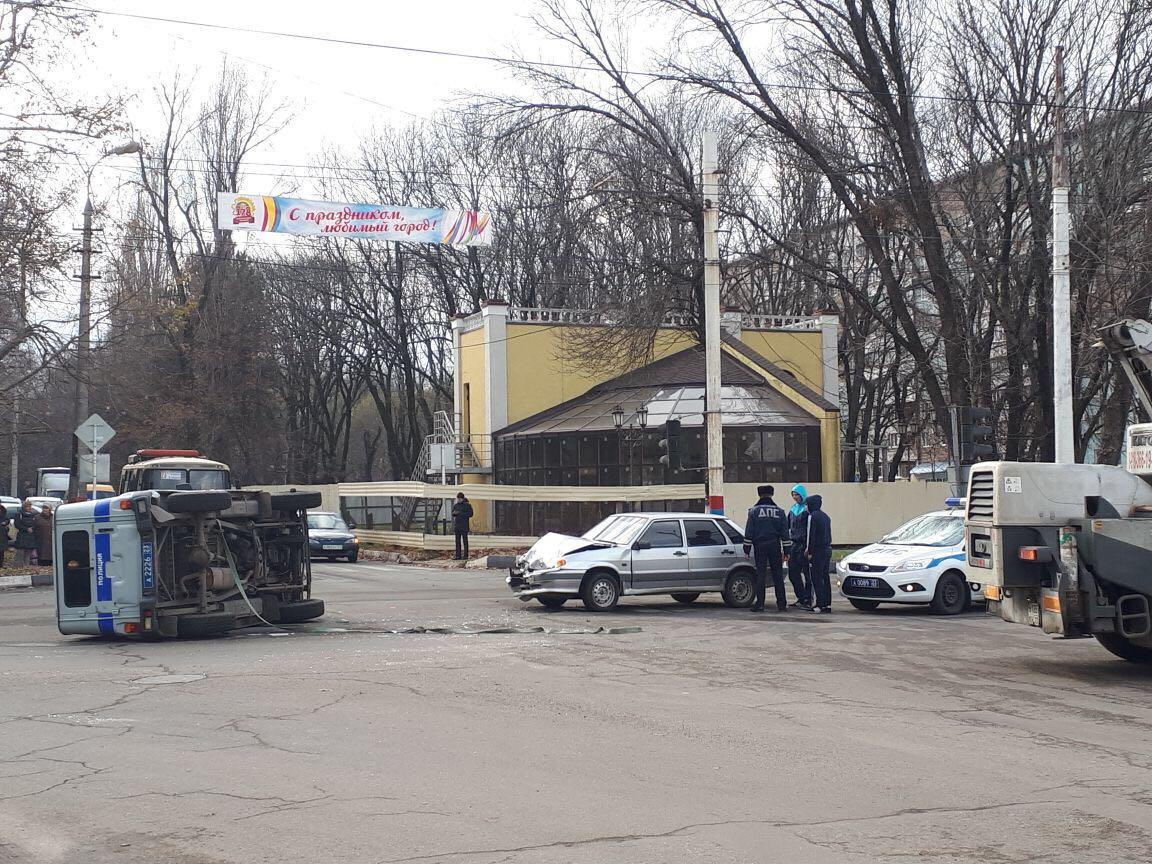 Автомобиль милиции перевернулся вАрмавире вовремя ДТП