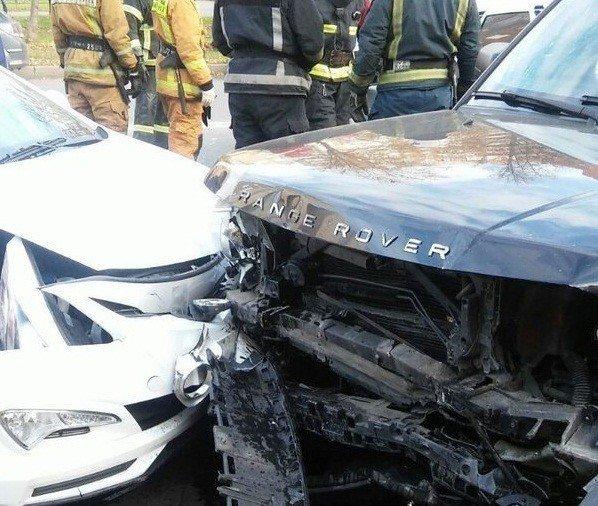 Печальное ДТП вПетербурге: лоб влоб столкнулись два автомобиля