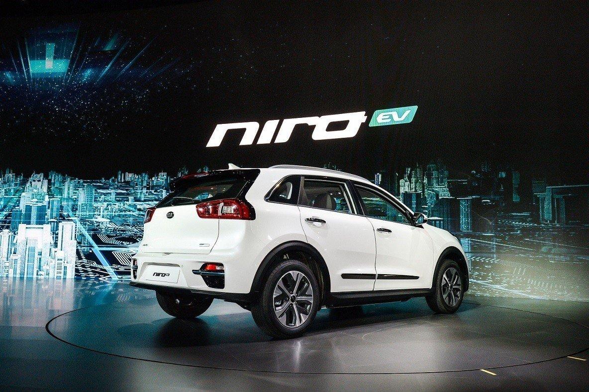 Компания Кия  на100%  рассекретила электрический кроссовер NiroEV