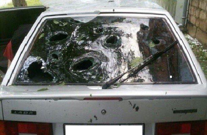 ВМайкопе сильный град поломал автомобили икрыши домов