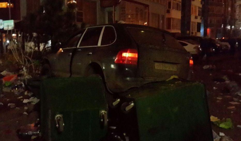 Против водителя Порше, протаранившего 7 машин на стоянке вКраснодаре, возбуждено дело