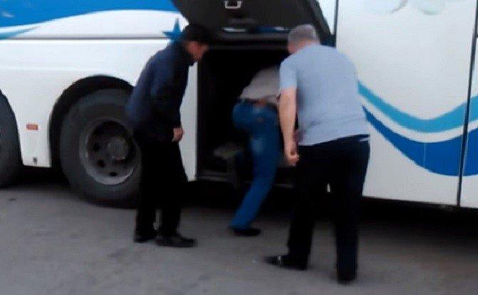 Пассажиров автобуса Астрахань— Краснодар перевозили вбагажном отделении 58