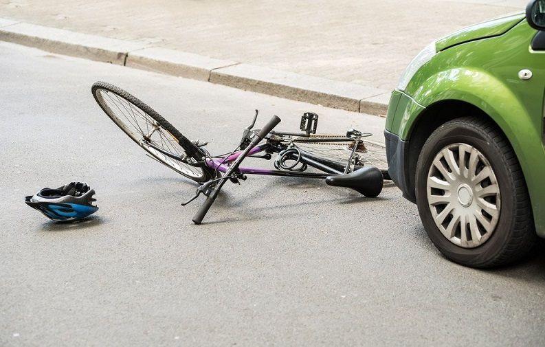 ВКраснодаре под колесами Mercedes умер велосипедист