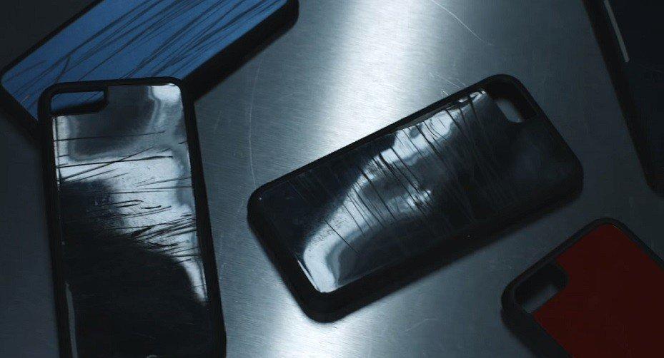 Фольксваген создала чехлы для iPhone 8 изразбитых вДТП машин