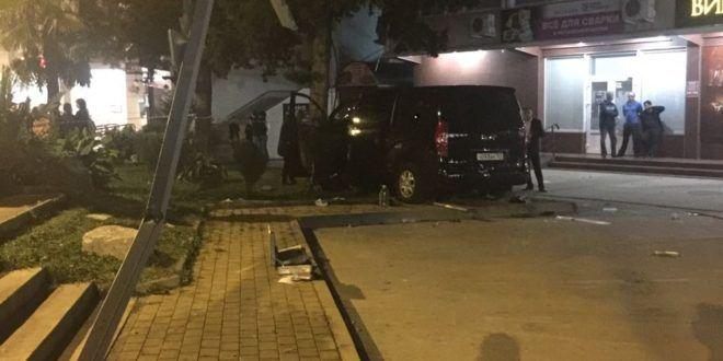 Два человека погибли наостановке вСочи