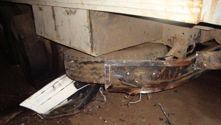 НаКубани вДТП сКамАЗом иномарку разорвало начасти