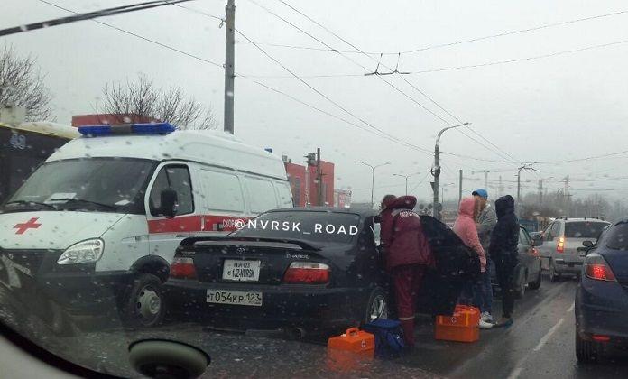 ВНовороссийске впериод движения скончался таксист