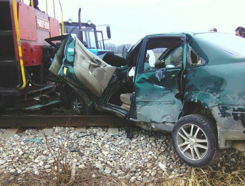 Поезд протаранил легковую машину с сыном вКраснодарском крае