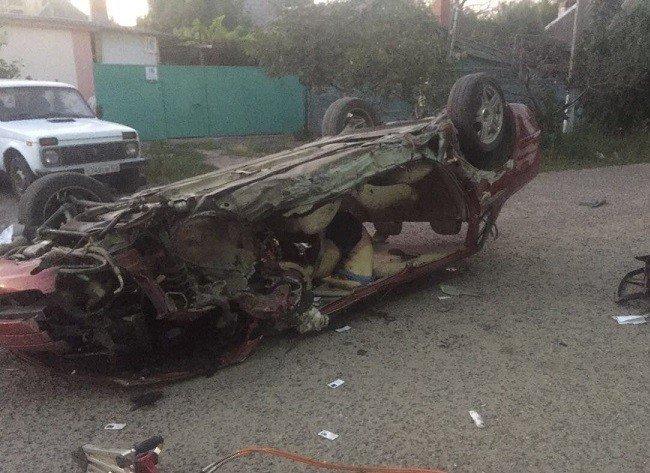 ВПриморско-Ахтарске автомобиль VW разбился настоянке УМВД— погибли два человека