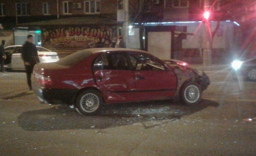 Машина частной скорой помощи протаранила иномарку вКраснодаре
