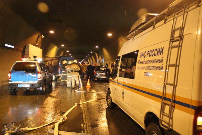 ВМамайском тоннеле Сочи столкнулись три авто