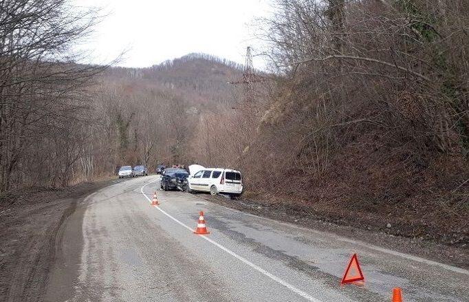 НаКубани в трагедии погибла 59-летняя пассажирка «жигулей»