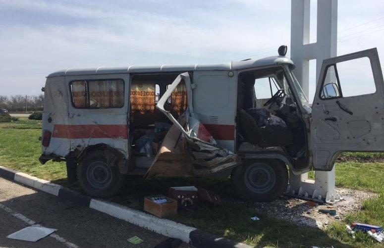 ВТимашевском районе фургон столкнулся соскорой помощью
