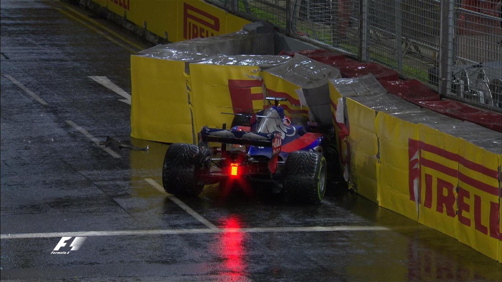 Пилот «Мерседеса» Хэмилтон одержал победу  Гран-при Сингапура, Квят сошел