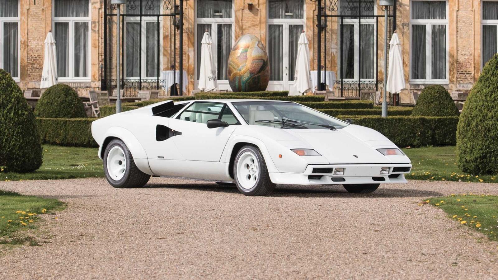Lamborghini Countach с золотой отделкой внутри (1987) (примерно 650 000 долларов)