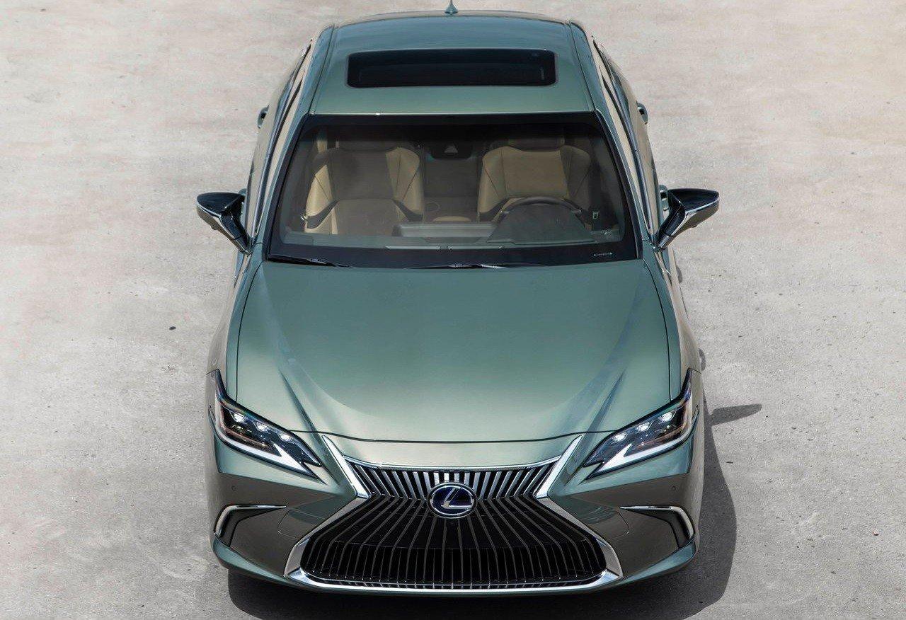 В РФ стартовали продажи нового автомобиля Лексус ES