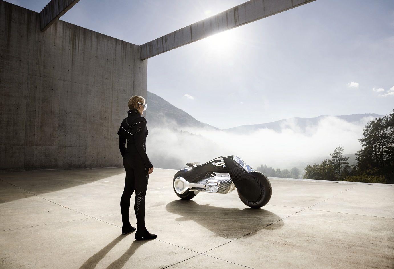 БМВ представила мотоцикл будущего