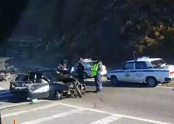 Полицейская погоня вТуапсинском районе Кубани завершилась стрельбой иДТП