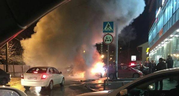 ВКраснодаре взорвался припаркованный автомобиль