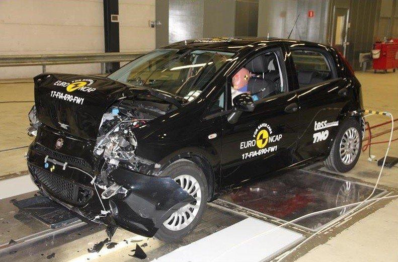 Fiat Punto стал первой моделью с нолём звёзд в краш-тестах