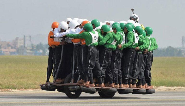 Новый рекорд Гиннеса: 58 человек намотоцикле