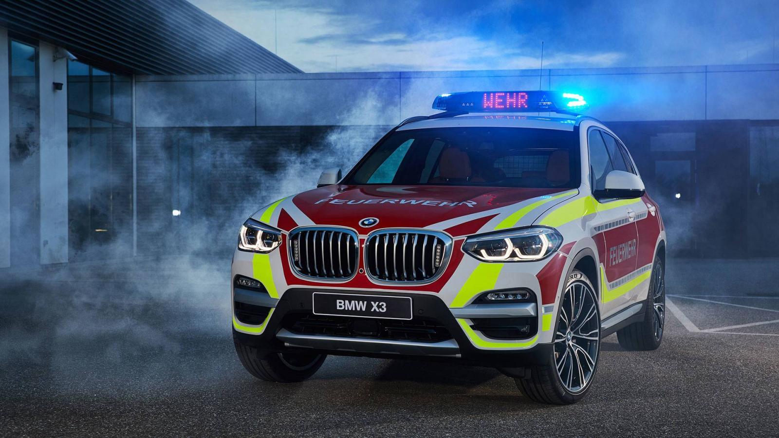 Представлены БМВ X3 для пожарных и Мини John Cooper Works для милиции
