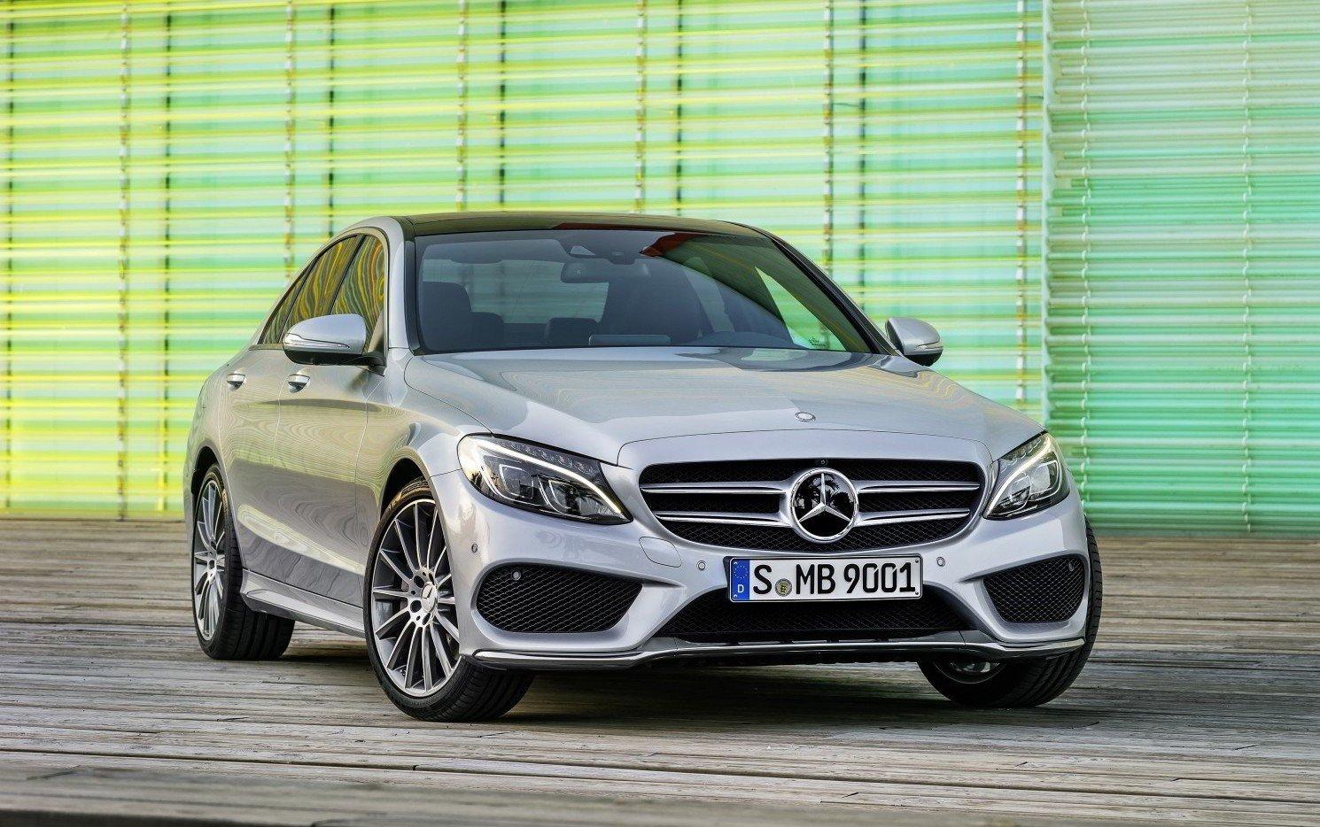 Benz объявил оботзыве неменее тысячи авто в Российской Федерации