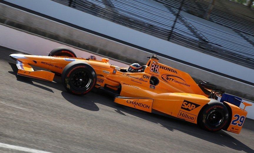 Пилот «Формулы-1» Фернандо Алонсо сошел сдистанции вгонке Indycar
