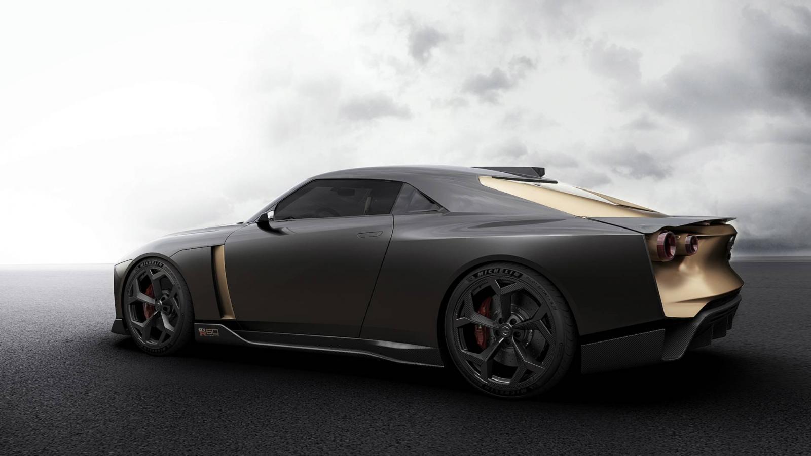 Представлен Ниссан GT-R вшесть раз дороже обычного33